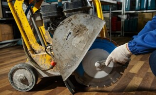 Replace a saw in a floor cutting saw in closeup